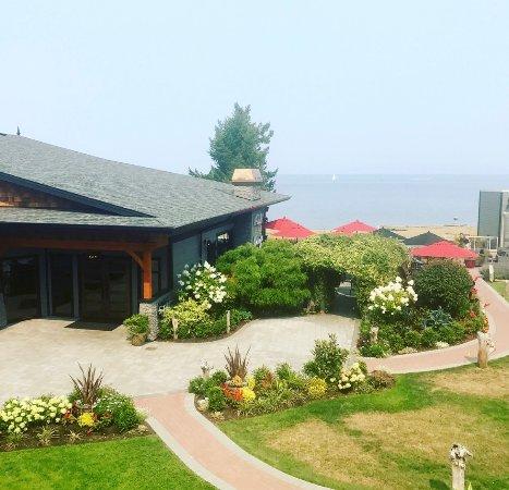 Kingfisher Oceanside Resort and Spa Bild