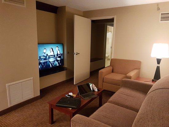 DoubleTree Suites by Hilton Hotel Cincinnati - Blue Ash : Sitting Area