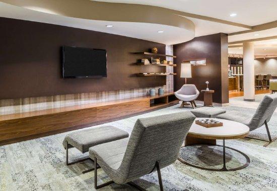 Lincoln, RI: Lobby - Seating