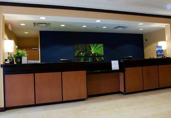 Fairfield Inn & Suites Houston Conroe Near The WoodlandsR: Lobby Desk