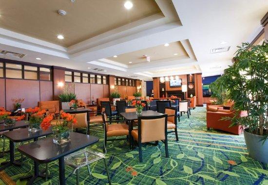 Fairfield Inn & Suites Houston Conroe Near The WoodlandsR: Lobby