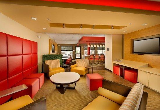 Bridgeport, WV: Lobby Lounge
