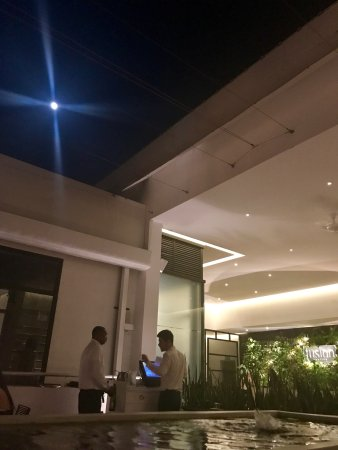 Хоултаун, Барбадос: What more could we ask for .. great food . Great staff ..great atmosphere .. and a full moon 🌕?