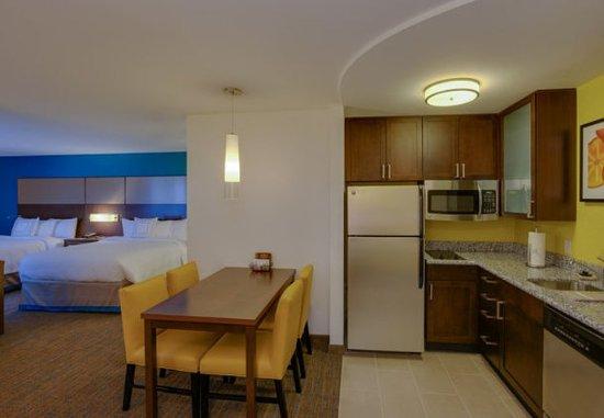 Residence Inn Springfield Chicopee: Queen/Queen Studio Suite