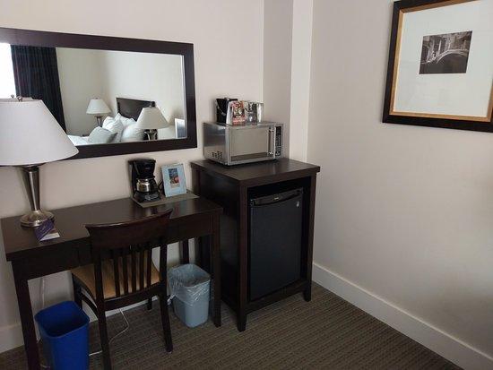 Hotel Rialto: One Queen Room