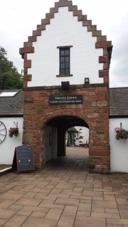 Gretna Green Blacksmith Shop: Back entrance from the Car Park