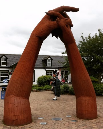 Gretna Green Blacksmith Shop: The Piper at Gretna Green
