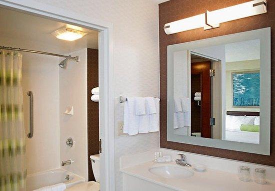 Warrenville, IL: Suite Bathroom