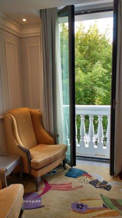 Excelente hotel, bem localizado e com quarto espaçoso e bonito.