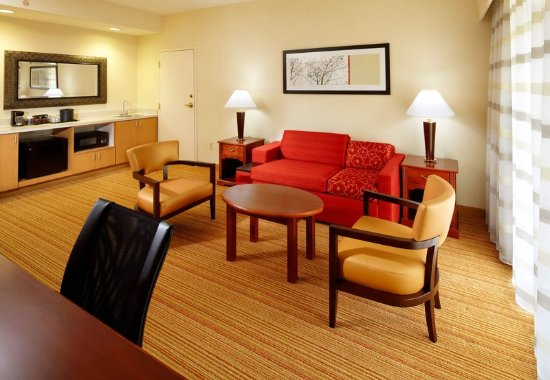 Newark, OH: King Suite