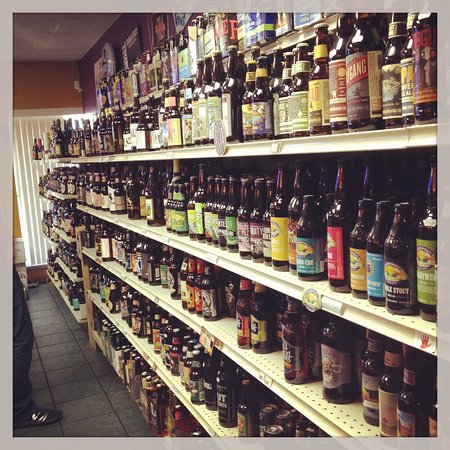 Boardman, OH: Soooo many beers to pick from!