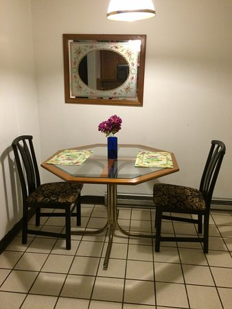 Cresco, PA: Dining area in Mountain Retreat cottage