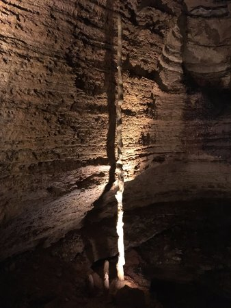 Branson, MO: Interesting cave formation