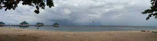 Calatagan, Filipinas: View from the beach of the floating cottages