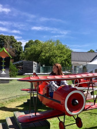 Haunted Mansion: Airplane ride
