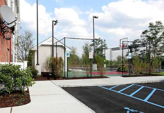 Residence Inn by Marriott Yonkers Westchester County: Sport Court