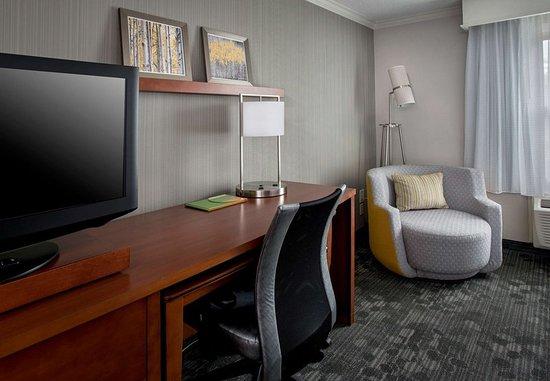 Tinton Falls, NJ: Guest Room – Work Desk