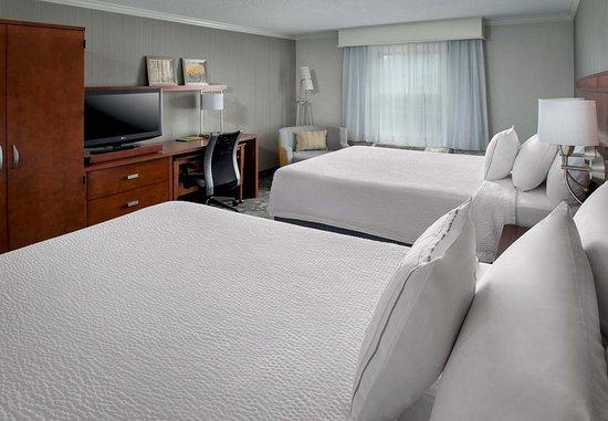 Tinton Falls, NJ: Queen/Queen Guest Room