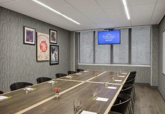 Fairfield Inn & Suites Chicago Downtown/Magnificent Mile: Ontario Meeting Room - Boardroom Setup