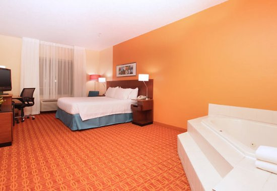 Irving, TX: King Spa Guest Room