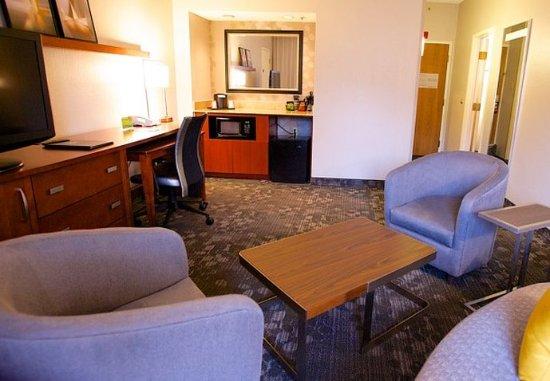 Bedford, Teksas: One-Bedroom Suite - Living Room