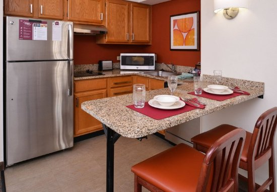 Troy, OH: King Studio Suite - Kitchen