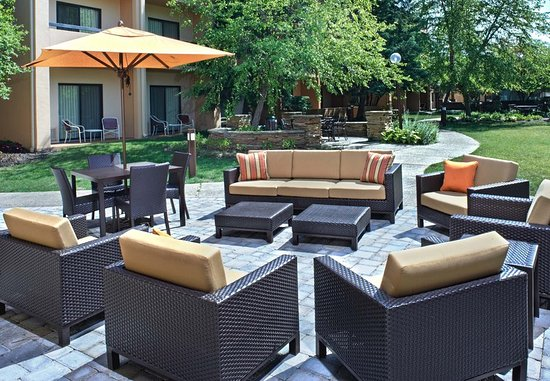 Lincolnshire, IL: Outdoor Patio