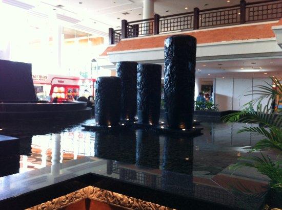Bali International Convention Centre: Lobby terlihat bersih, bagus, dan terawat