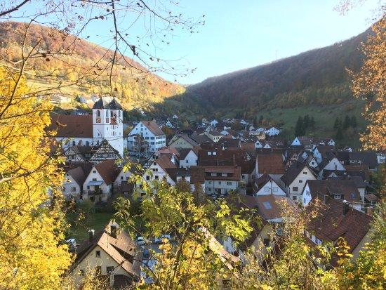 Wiesensteig, Almanya: Stadtkern vom Kreuzweg aus.