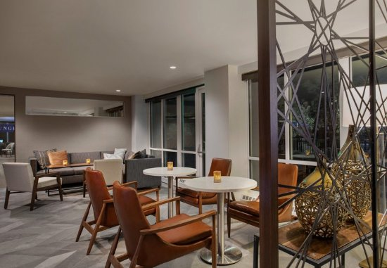 Pontiac, MI: M Club Lounge - Seating