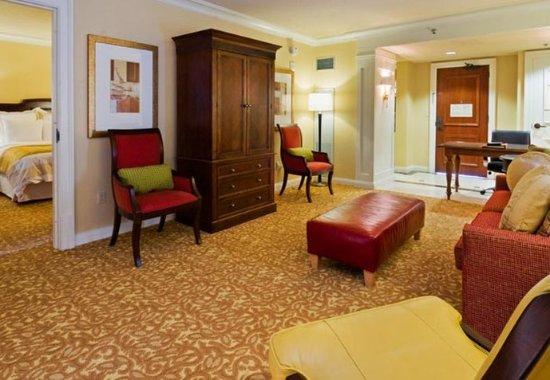 Pontiac, MI: 1 Bedroom King Suite