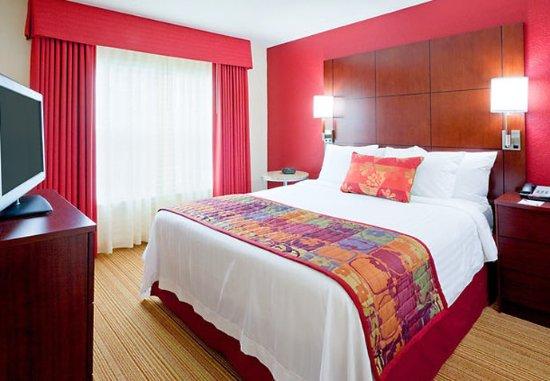 Dedham, ماساتشوستس: One-Bedroom Suite Sleeping Area