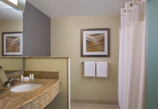 Courtyard Nashville Goodlettsville: Guest Bathroom Vanity