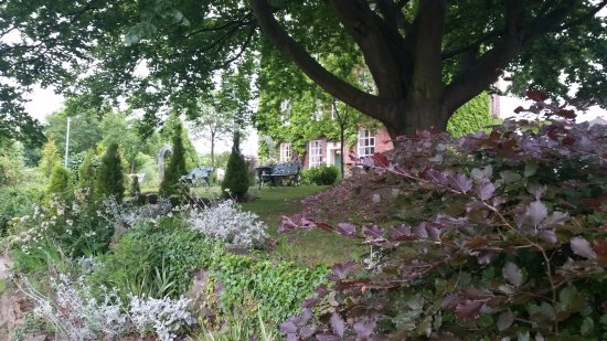 Atcham, UK: Garden by the river