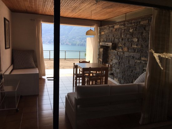 Pognana Lario, Italy: il soggiorno dell'appartamento
