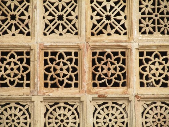 Sarkhej Roja: Intricate carvings