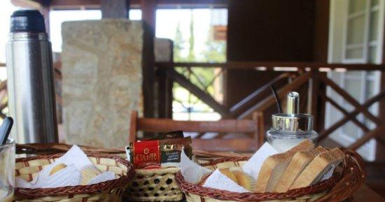 Winds Hill Home Resort Apart Hotel: Desayuno en el Deck