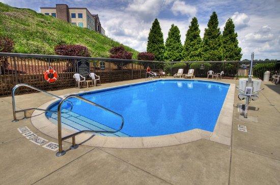 Greensburg, PA: Outdoor Pool