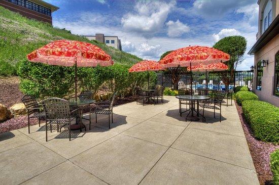 Greensburg, PA: Patio Lounge