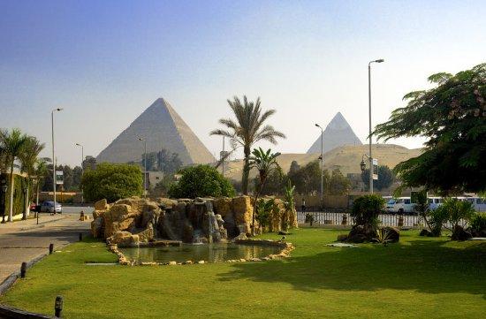 Le Meridien Pyramids Hotel & Spa: Local Area