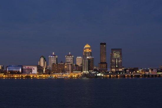 Jeffersonville, IN: Louisville Kentucay Skyline River View
