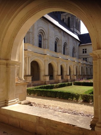 Fontevraud-l'Abbaye, Francia: photo3.jpg