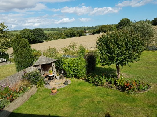 Barham, UK: Back garden view from bedroom