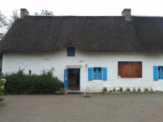 Maison Au Toit De Chaume  Photo De Village De Kerhinet Saint