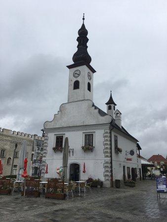 Gmund, Oostenrijk: Das Alte Rathaus: Unten leckeres Eis und coole Getränke, im 1 Stock kann man eine Zeitreise mach