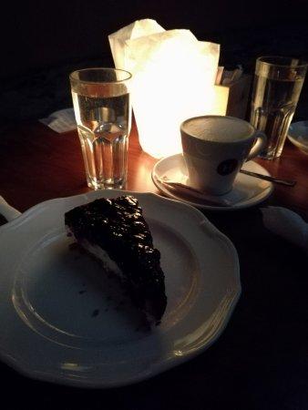 Cafe L'Angelique: cheesecake als dessert met een heerlijk kopje koffie