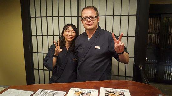 Kyomachiya Ryokan Sakura Honganji: Our calligraphy teacher (left) and Szymon (right)