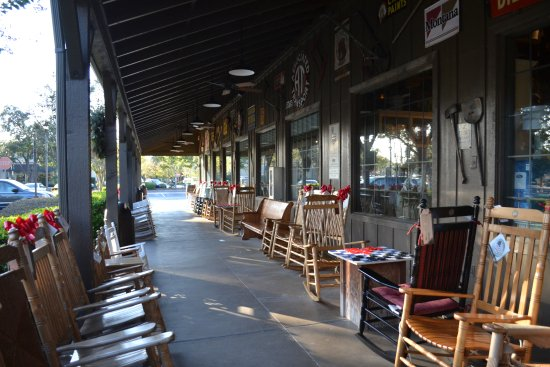 Cracker Barrel: From the outside