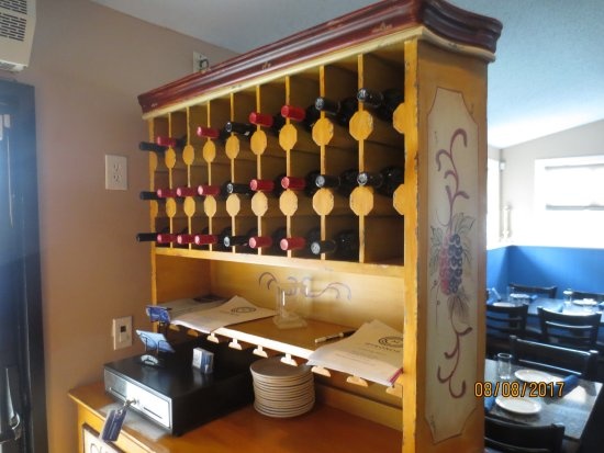 Newington, CT: wine rack