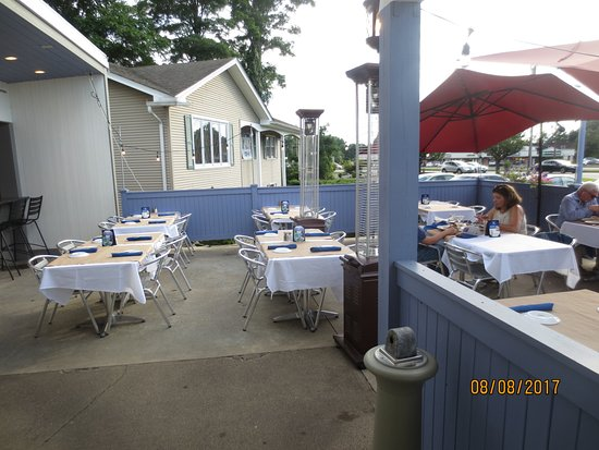 Newington, CT: patio